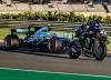 Люис Хамилтън и Валентино Роси размениха машините си на пистата Рикардо Томо